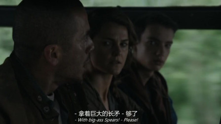 猩球崛起2:男子吓坏了,见到会说话的猩猩,同伴让他先冷静下来!