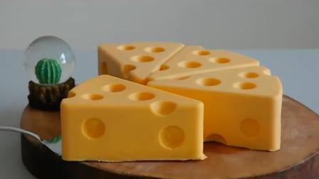 把蛋糕做成《猫和老鼠》里杰瑞最爱的多孔奶酪,吃起来超享受
