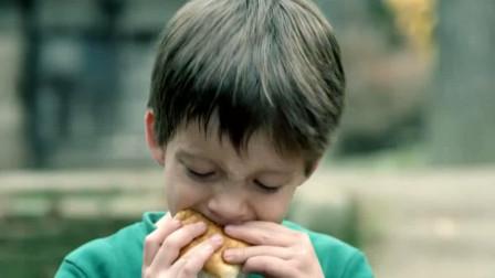 """外国孙子想吃汉堡,中国爷爷做了个肉夹馍,孙子吃的""""真香""""!"""