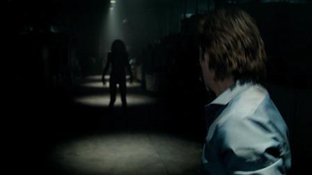 网上爆红的恐怖短片改编的电影《关灯后》温子仁参与