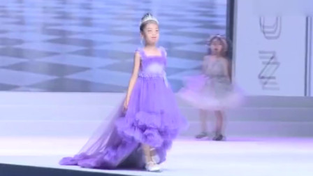 童模总决赛,这位小女孩镜头很多,这走的也是没谁了