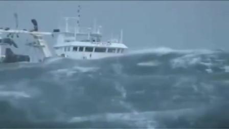 如果不是这个视频,不敢想象海浪原来这么可怕,瞬间把轮船淹没