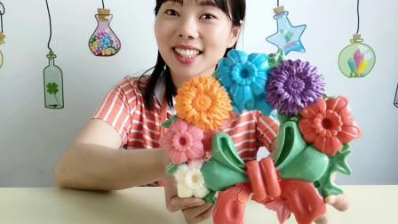 """小姐姐吃""""蝴蝶结花环巧克力"""",缤纷花朵颜值高,果味香甜好味道"""