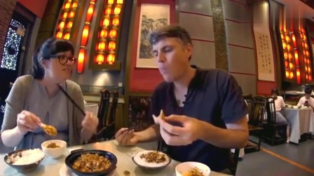 老外在中国:吃货老外在中国, 被一碗豆腐迷住了
