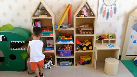 爸爸为儿子做了个4层玩具架,实木看着真高档,仔细一瞅全是纸箱
