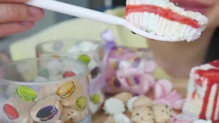 微笑姐吃彩虹千层蛋糕和蛋白糖