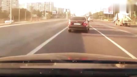 奥迪司机才是高手,早看出越野车刹不住让个道,老司机就是不一样