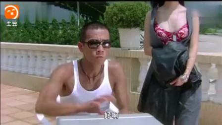 王晶的电影里少不了惊艳的画面, 徐锦江这副眼镜实在太亮眼了