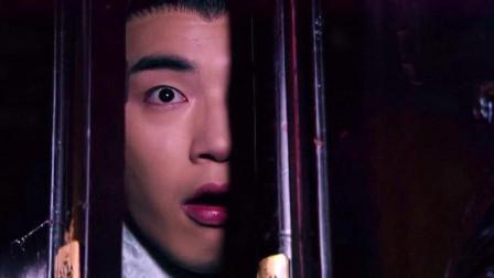 傻子丈夫躲在妻子衣柜里,不料看到这惊人一幕,瞬间被吓坏了!