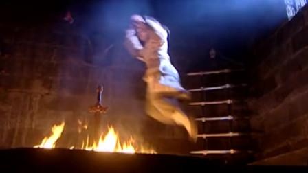 想要一把无敌神剑,就是要跳进炉火中以身祭剑!