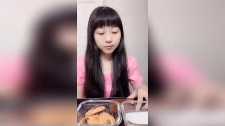 今日早餐八宝饭配酸奶好好吃枣糕核桃酥
