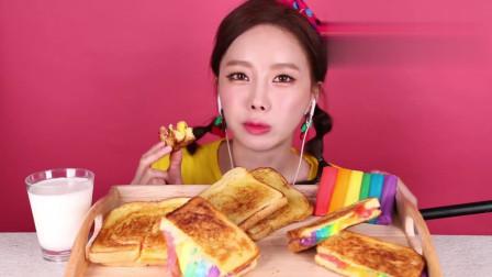 小姐姐吃播:美女吃彩虹拉丝吐司,拉丝的画面超级好看