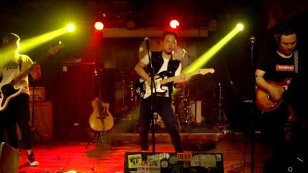 西安酒吧歌手倾情演绎原创摇滚歌《昙花》现场很嗨呦!