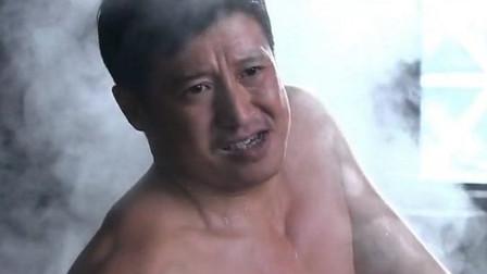 男子要给儿子洗澡,不料儿子死活不肯洗,没想到他竟是个女儿身