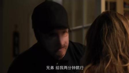 虎胆追凶:匪徒入室抢劫企图对美女施暴,但是美女不从,匪徒残忍的害了母女两个