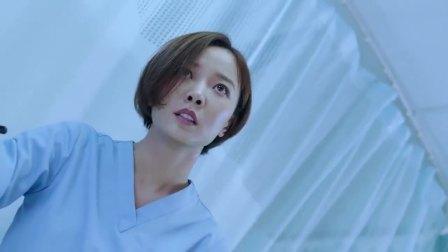 女护士工作时接电话,家属上去就是一巴掌,不料下秒直接宣布死亡
