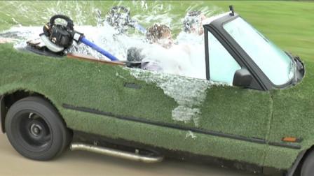 敞篷宝马的最新使用方法,小伙把车里灌满水,做进去太凉爽了