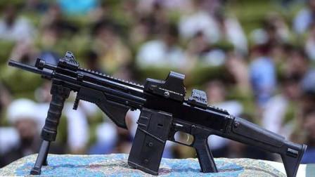 """伊朗新枪上阵,外形酷似比、德""""混血儿"""",看到这皮轨:拿我八倍镜来!"""
