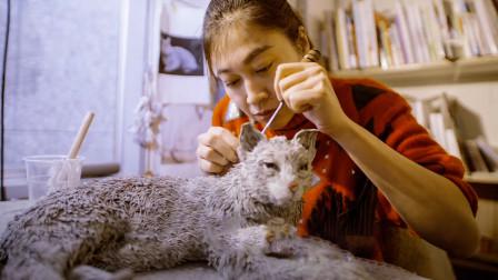女子用废旧报纸,编织出一个个栩栩如生的动物!