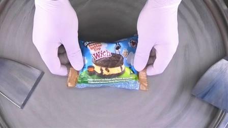 """老板把""""奥利奥冰淇淋""""炒成了""""冰淇淋卷""""!整个过程舒服极了"""