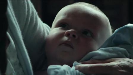 男子患上逆生长的怪病,每长大1岁就变年轻,最后变成婴儿去世!
