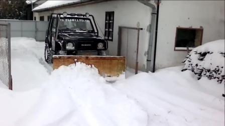 在车上装一个铁铲用来清除积雪,这个创意我给满分