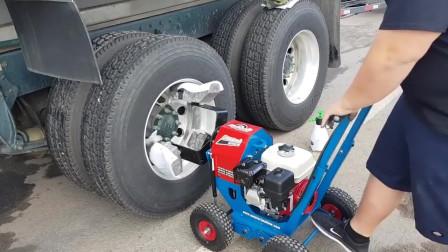 用机器清洁汽车轮毂,完成后让人眼前一亮