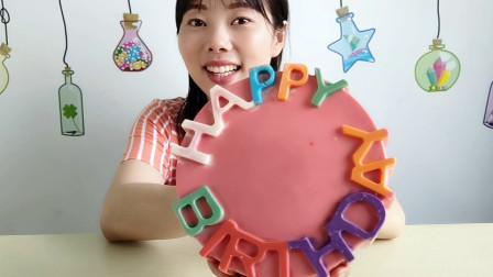 """创意美食,小姐姐吃""""生日蛋糕巧克力"""",香甜浓郁漂亮又美味"""
