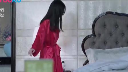 姑娘第一次与总裁在一间房里,谁料总裁的一个举动,顿时心里美滋滋的!