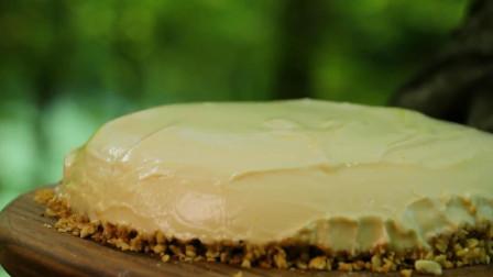 大厨在森林里做甜品,这样做芝士蛋糕还是第一次见