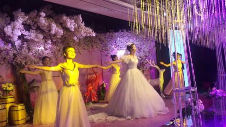 这年头婚礼都能开成演唱会,新娘在婚礼上唱歌太惊艳,我承认羡慕了