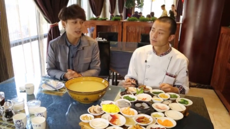 到云南吃米线,正宗的产地地道的味道,吃米线也有讲究