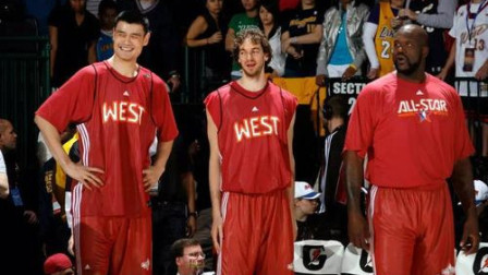 姚明首次入选全明星,看乔丹、科比、艾弗森如何欢迎他的吧