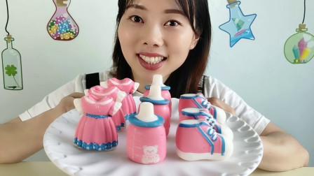 妹子吃创意空心巧克力,衣服、鞋子和奶瓶造型,奶香浓郁薄脆好吃