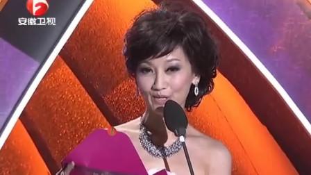 颁奖礼上赵雅芝现身,一举一动都带着高贵,永远的青春偶像!