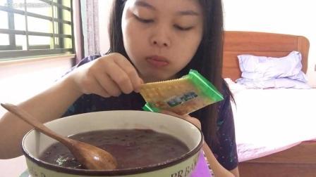 红豆冰粥和葱香苏打饼干