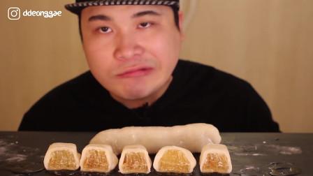 韩国吃播大胃王胖哥,吃甜蜜的蜂蜜,一脸幸福