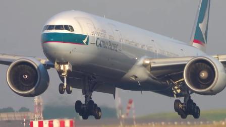 香港国泰航空波音777-300ER着陆