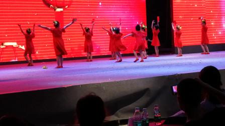 幼儿园毕业典礼 大班舞蹈《压岁钱》视频