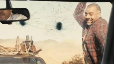 这部电影真正体现怒症的后果,两男子因为路怒症,同归于尽了