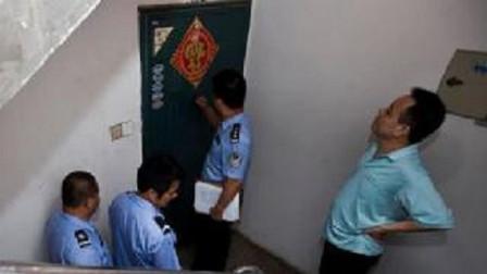 """男子楼上住户每晚冲几十次马桶,于是偷偷报警,打开门后众人""""傻眼""""了!"""