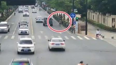 南京:行人闯红灯 将记入个人征信档案 每日新闻报 20190707 高清版