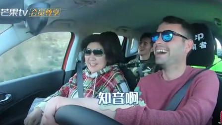 """钟丽缇婆婆跟外国小伙聊天,张伦硕回怼:把人家聊""""疯""""了!"""