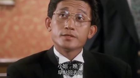 梁家辉这个姿势堪称一绝,陈百祥也是奇葩一朵,两个喜剧天才