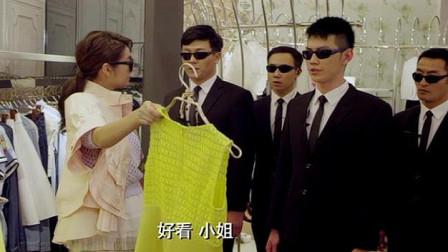 霸道女总裁逛商场带六个保镖,不料来了更牛的人,直接吸引全场!