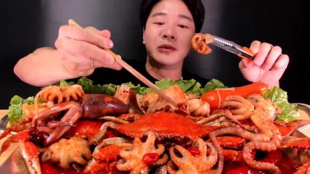 吃播:韩国吃货小哥试吃香辣海鲜拼盘,章鱼鱿鱼海蟹吃到爽!真过瘾