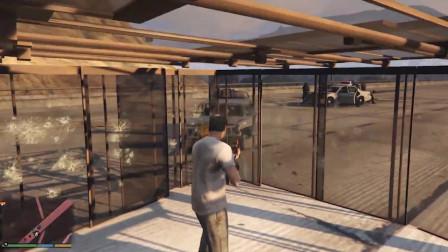 GTA5:把自己关在一个玻璃做的笼子里能抵挡住五星通缉吗?
