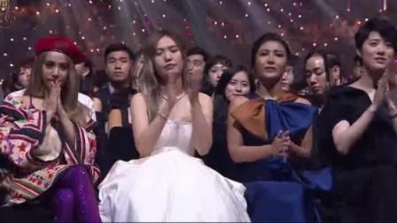 金曲奖现场,林忆莲击败蔡依林力压众女星,再获最佳女歌手