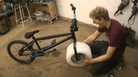 这名外国男孩要火了,用冰块替代自行车轮胎,一脚下太震撼了