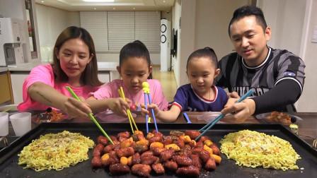 """韩国家庭吃播:""""香辣鸡肉丸+玉米奶酪面"""",一家四口吃得真馋人"""